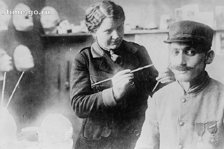 До пластических хирургов изъяны лица прятали под масками / Фото: ©mirputeshestvij.mediasole.ru