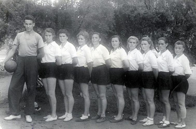 Ельцин тренер женской волейбольной команды