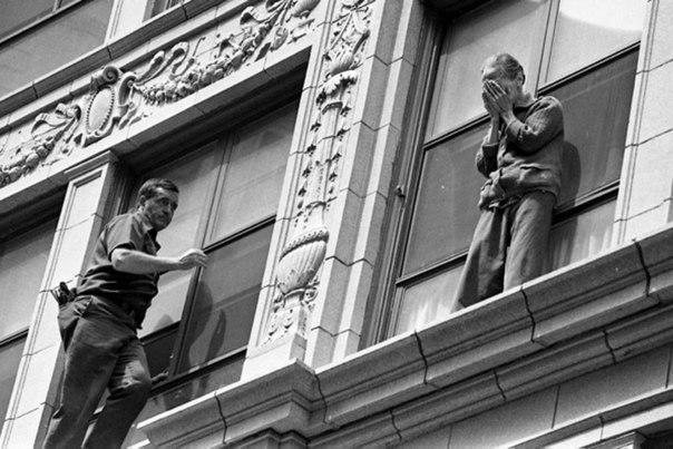 Рискуя жизнью спасти чужого человека / Фото: ©mixnews.lv