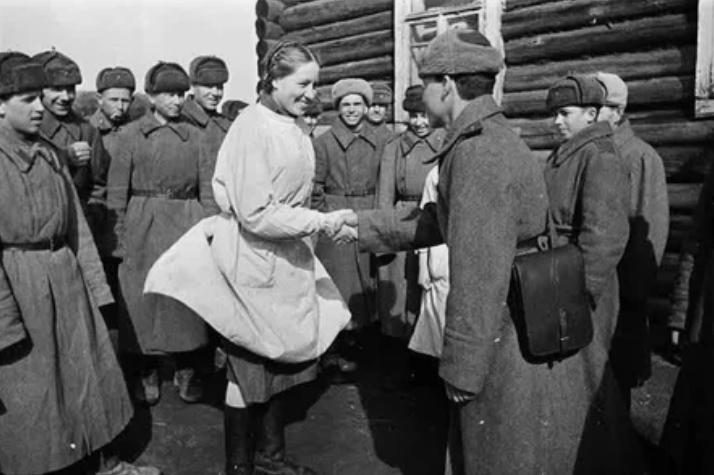 Проводы выздоравливающих бойцов, 1943 год