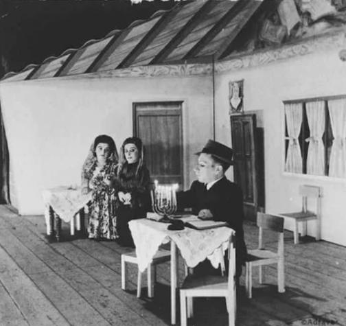 Семья Овиц, Израиль, 1950 год. Эта семья карликов смогла пережить эксперименты доктора Менгеле в Освенциме.
