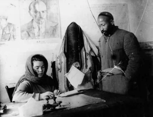 В ЗАГСе. Узбекистан, 1925 год