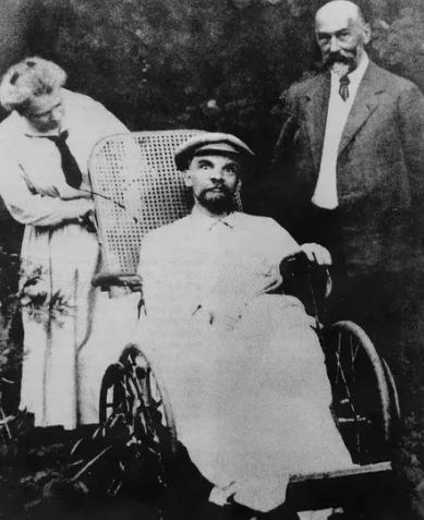 Ленин, коляска