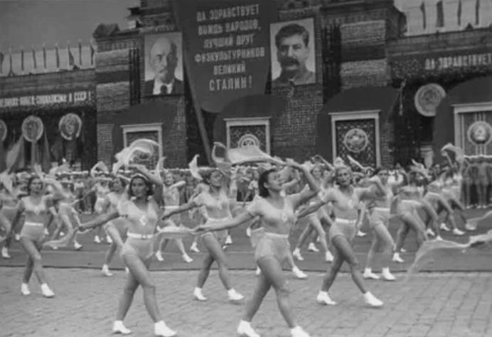 1938 год, в Москве проходит физкультпарад