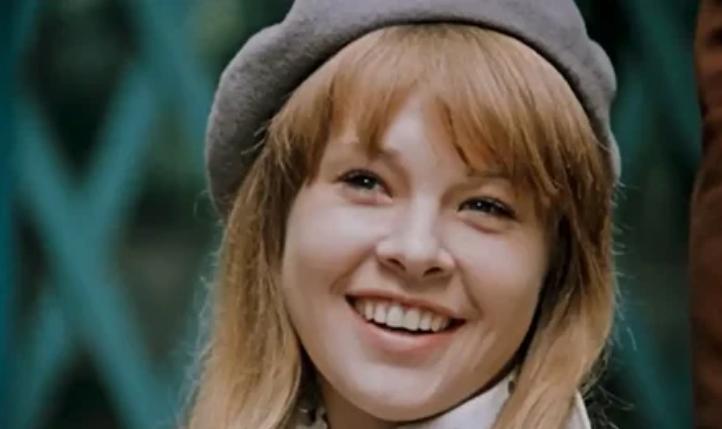Татьяна Догилева снялась в фильме «Покровские ворота» в роли пловчихи Светланы