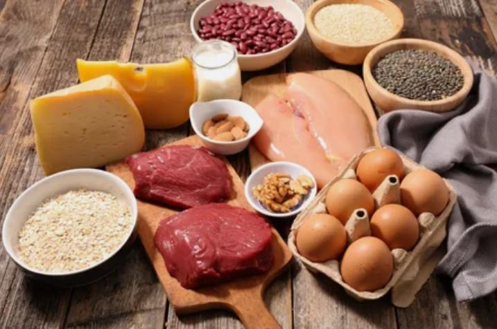 Для профилактики заболеваний сердца следует употреблять мясо, рыбу, яйца и орехи