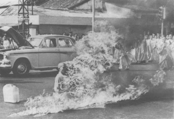 акт самосожжения вьетнамского монаха Тхить Куанг Дык