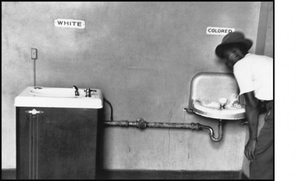Фото умывальник для белых и «цветных»