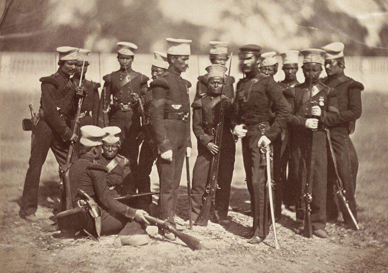 Группа солдат Гурского полка с британским офицером