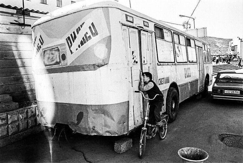 видеосалон, мальчик, велосипед