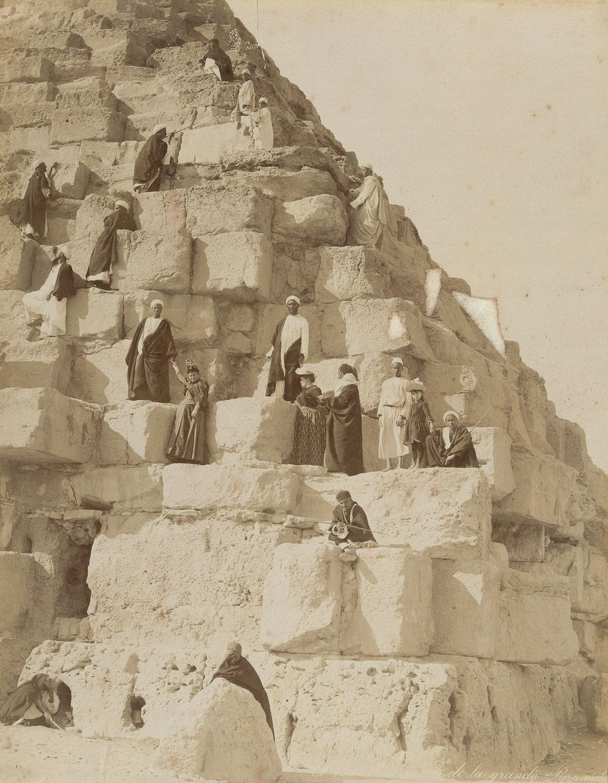 туристы, пирамида, гиды