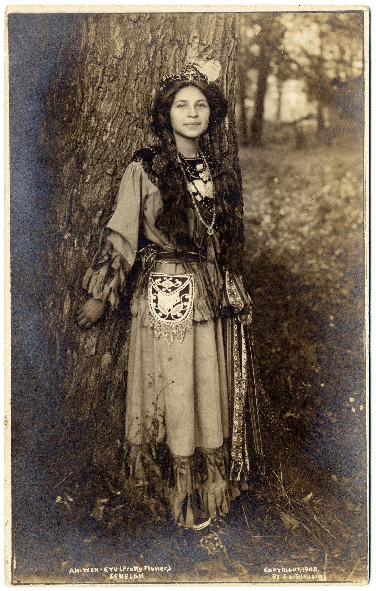 Фотомодель из племени сенека по имени Ах-Вех-Ию, что означает Красивый цветок, 1908
