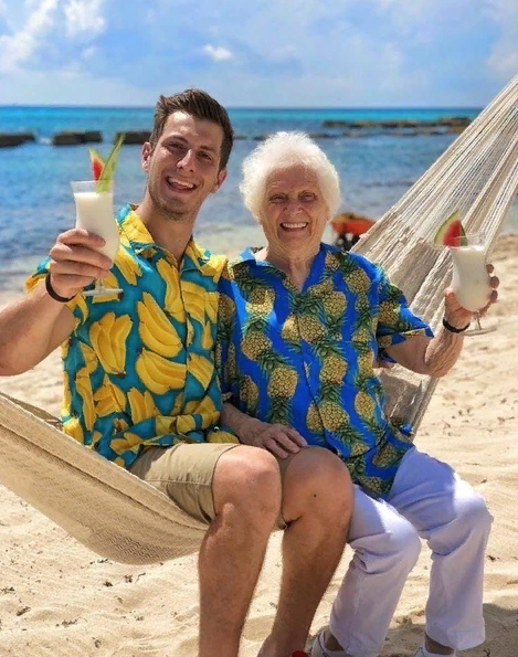 Бабушка - это не только камин и телевизор