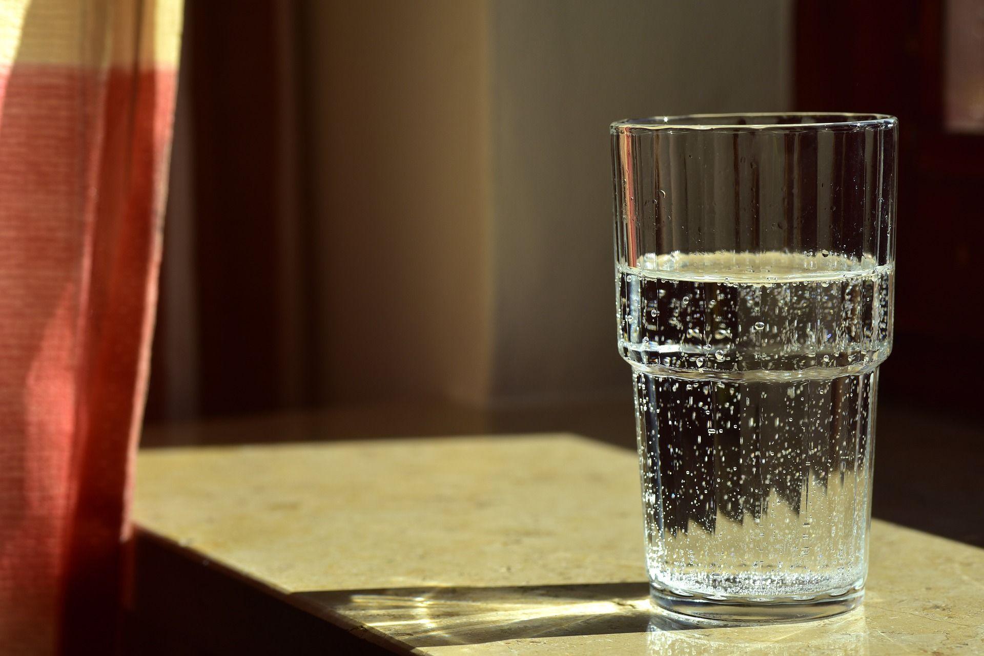 Стакан воды пробудит от сонливости