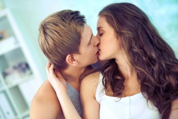 поцелуй, пара
