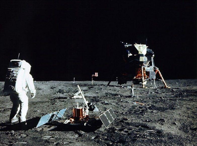 скафандр, луна