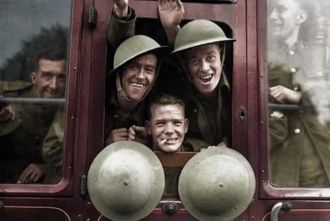 военные, поезд