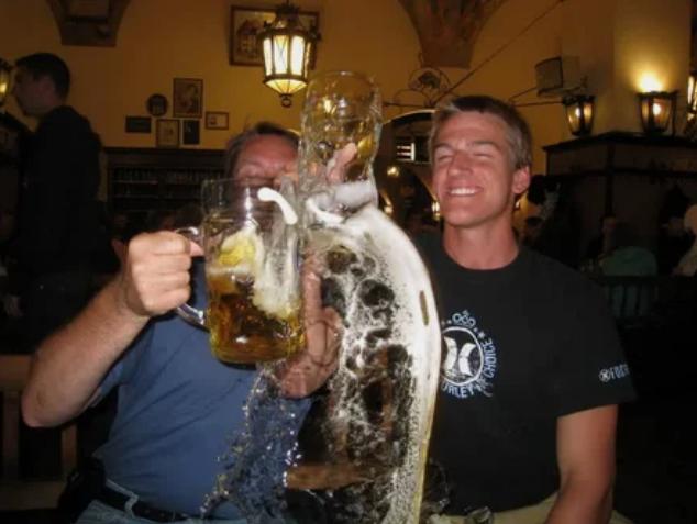 пиво, стаканы, мужчины