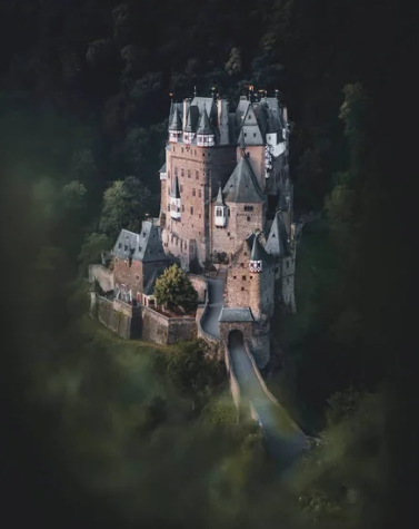 замок Эльц, Майен-Кобленц, Германия / @moodfella (Германия)