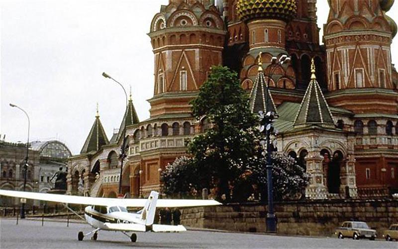 Немецкий самолет на Красной площади