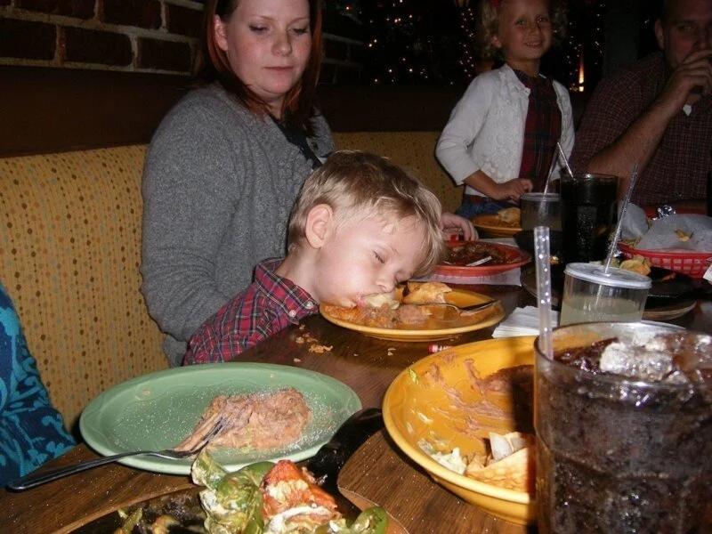стол, ребенок