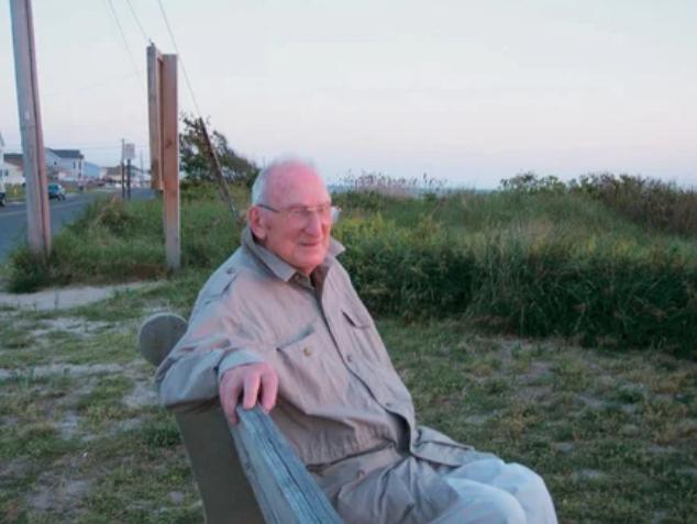 Гарри Бернстайн  – американский писатель,