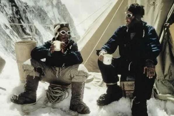 Эверест, покровители, альпинисты