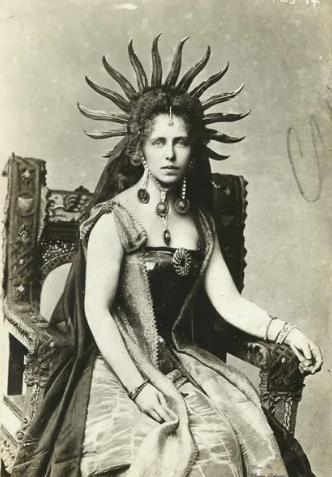королева, трон