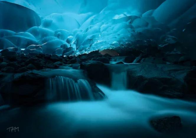 Ледяные пещеры Менденхолла, Джуно, Аляска / Kent Mearig