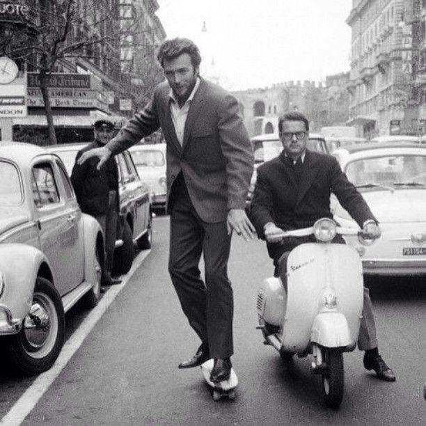 Клинт Иствуд запечатлен во время поездки на скейтборде