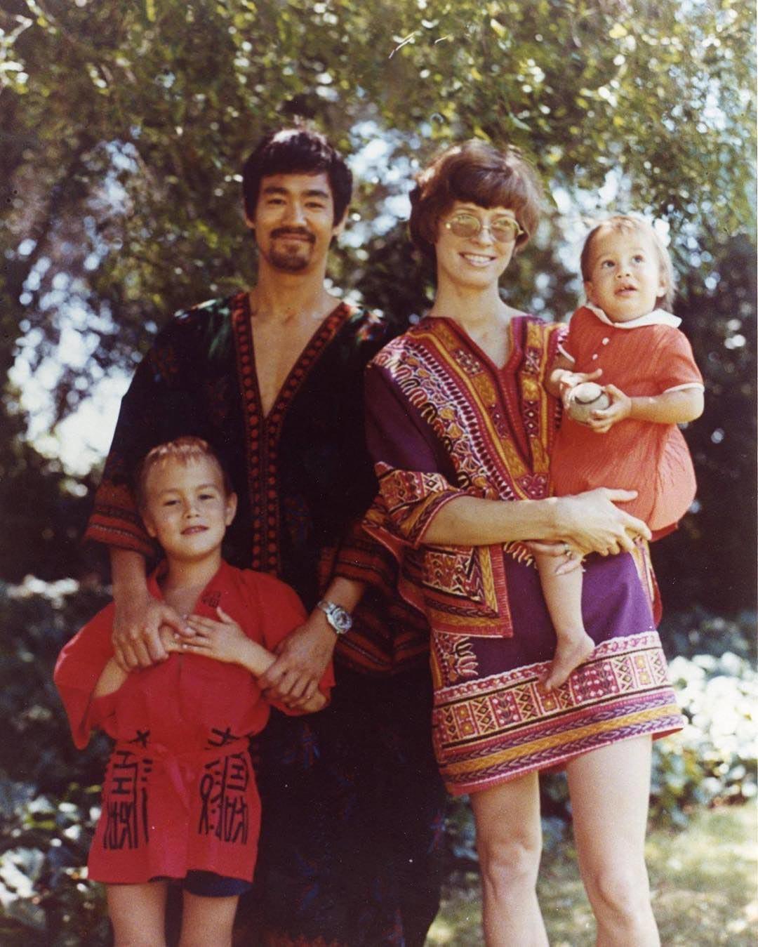 Семья Брюс Ли на отдыхе