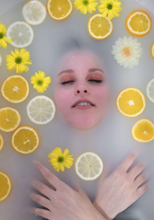 Лимон способен сделать кожу лица моложе и свежее