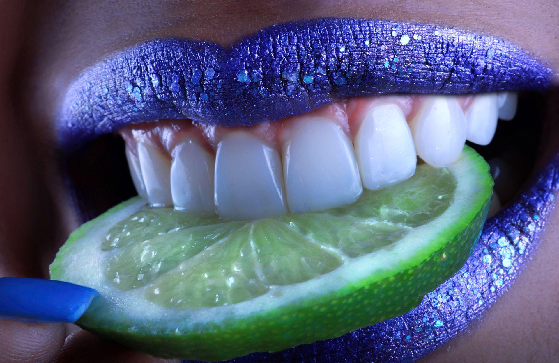 Белоснежная улыбка с помощью лимона? Легко!
