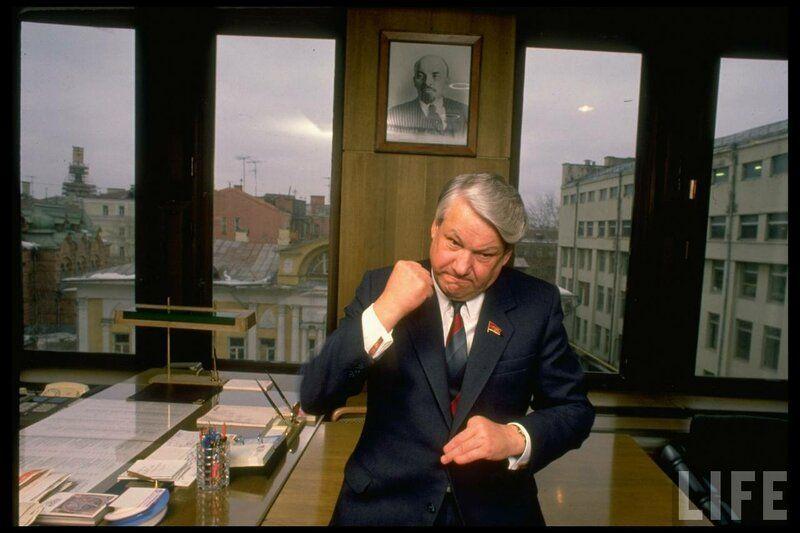 Борис Ельцин фотографируется для журналов
