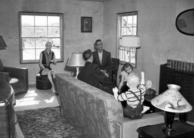 На первый взгляд обычная семья во время отдыха