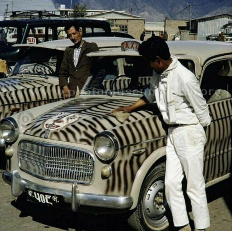 В 1960-е годы все такси должны были быть выкрашены в полосы