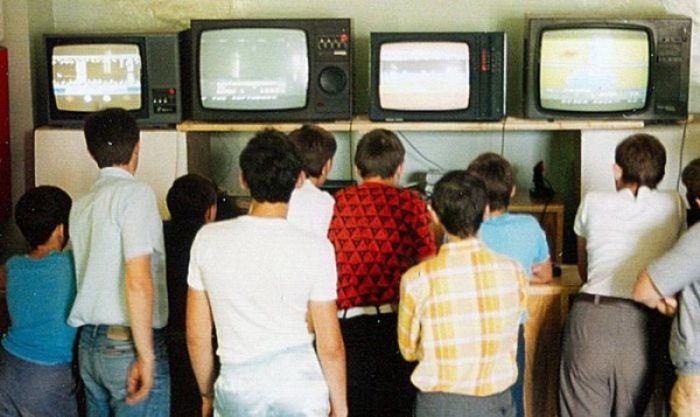 Не каждый мог запросто купить домой телевизор