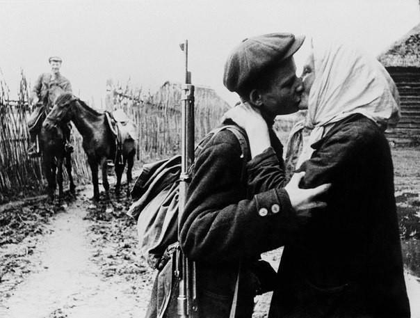 Проводы парня на войну в 1942 году