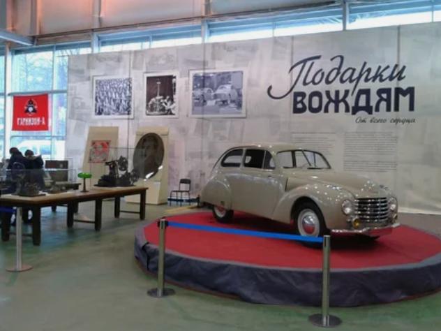 Что подарили Сталину на его 70-летие и почему об эти подарках писали еще 3 года