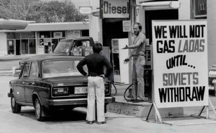"""""""Лада"""" не обслуживается пока Советы не уйдут из Афганистана"""". Канада, Торонто, 1980-е"""