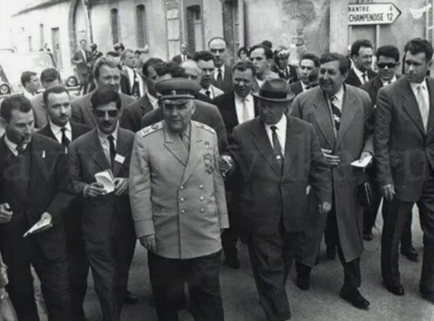 Хрущев и маршал Малиновский