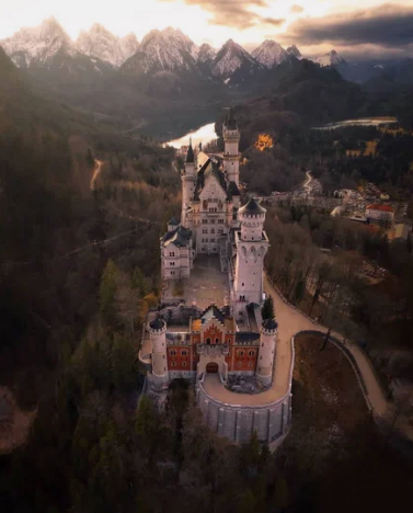 Замок Нойшванштайн, Швангау, Германия / @lucacornago (Италия)