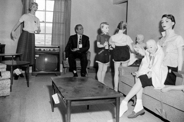 Детские и взрослые манекены и это не фильм ужасов