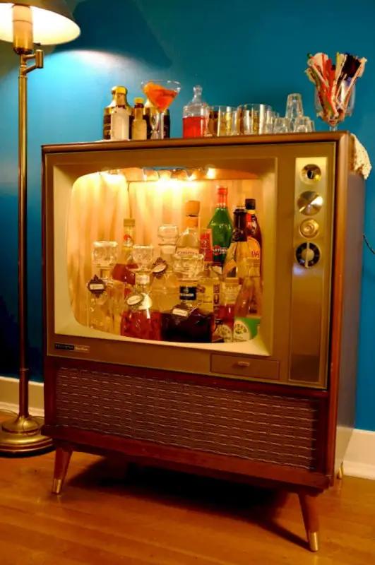 бар, телевизор
