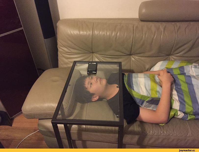 стол, телефон, мальчик