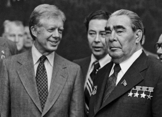 Поцелуя Леонида Ильича единственным из американских лидеров удостоился Джимми Картер