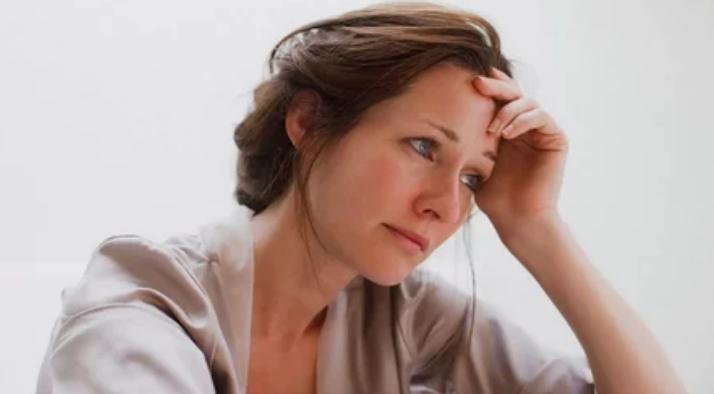 Увеличение количества кортизола и употребление лекарств может вызвать зевоту в период депрессии