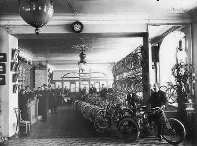 """В торговом доме """"Победа продавали мопеды, автомобили и велосипеды"""