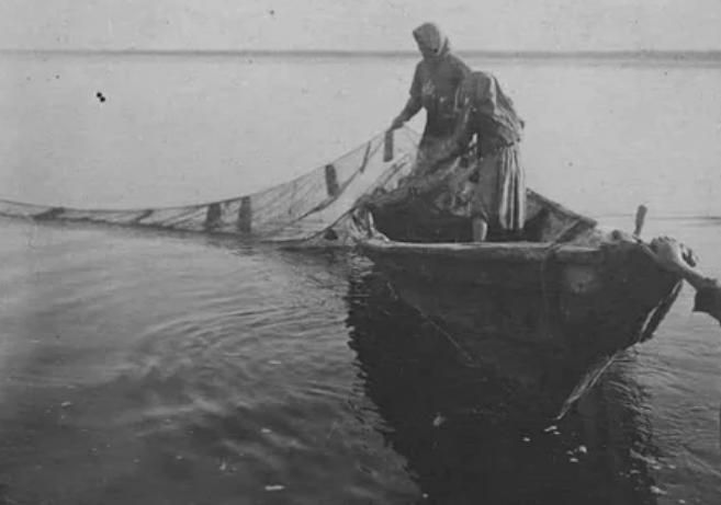 Начало двадцатых годов: женская рыбалка