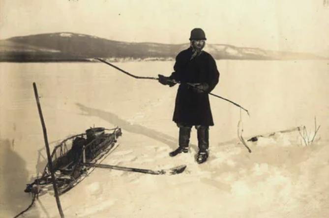 Река Ангара: местный рыбак